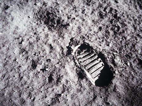 Первая женщина высадится на Луну в 2024 году
