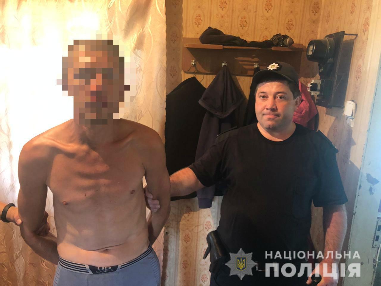 В Харькове мужчина ударил ножом знакомого и убежал