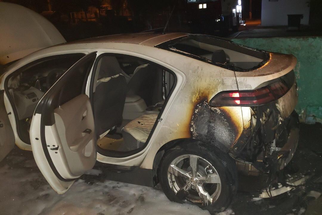 В Харькове ночью сгорел автомобиль (фото)