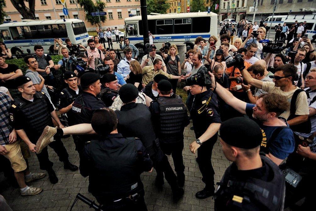 В Москве прошли массовые задержания участников марша в поддержку журналиста Голунова