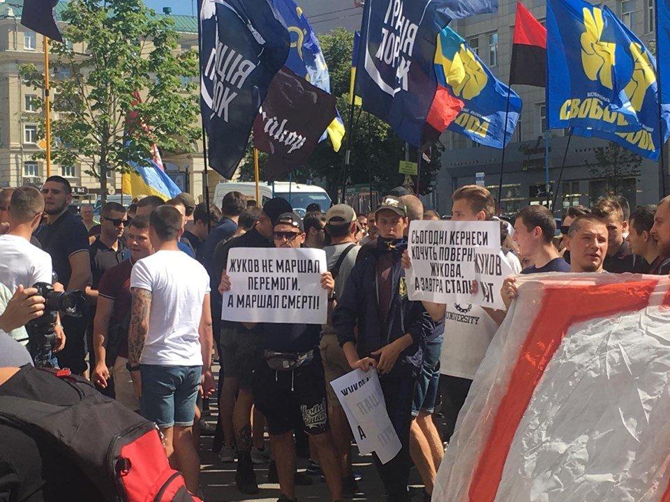 Сессия Харьковского горсовета: под зданием мэрии сразу три митинга (фоторепортаж)