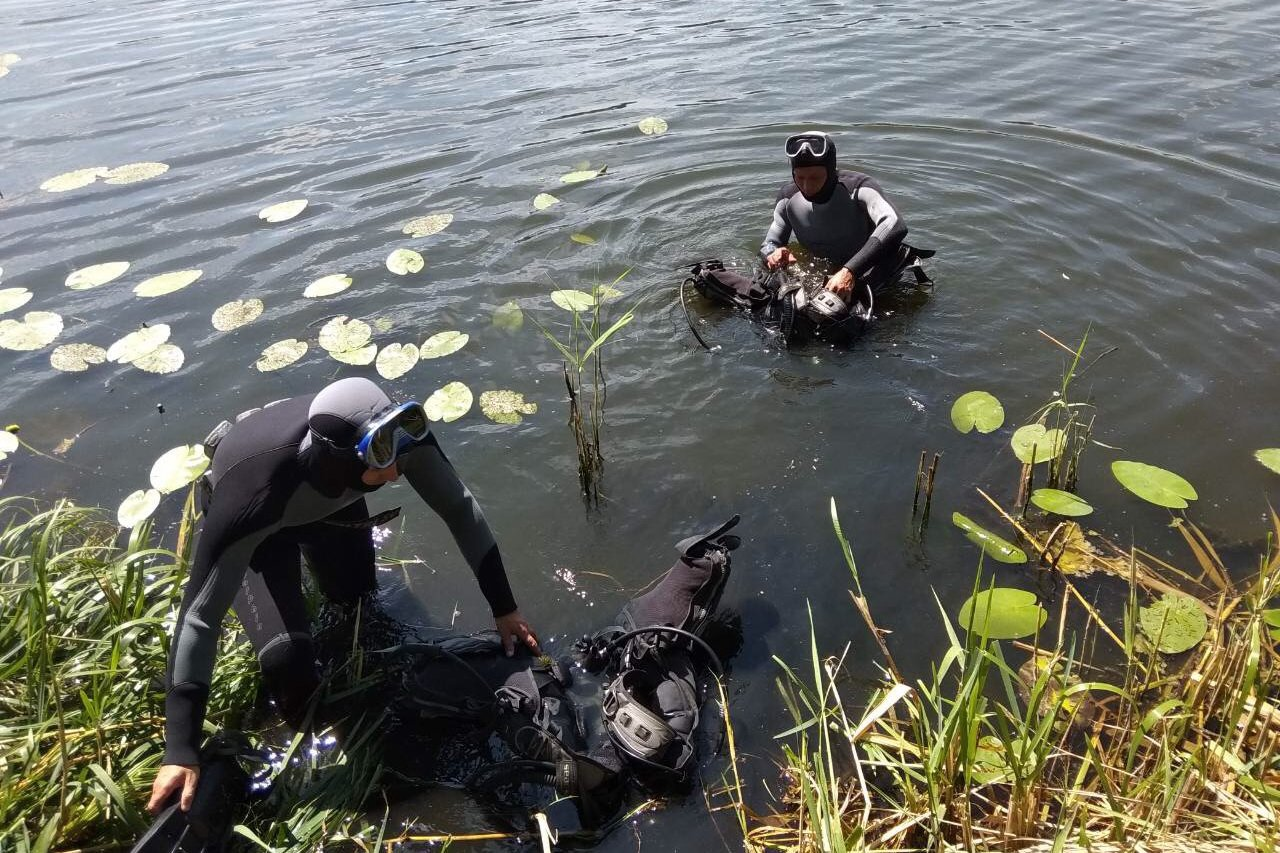 На Харьковщине из воды достали тела двух утопленников (фото)
