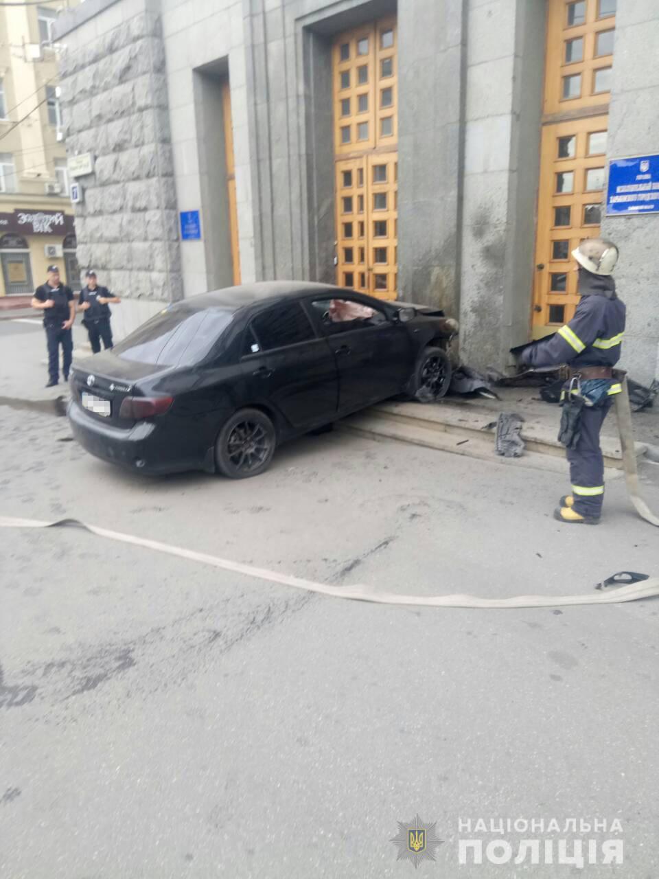 Въехал в здание горсовета: полиция открыла уголовное производство (видео)