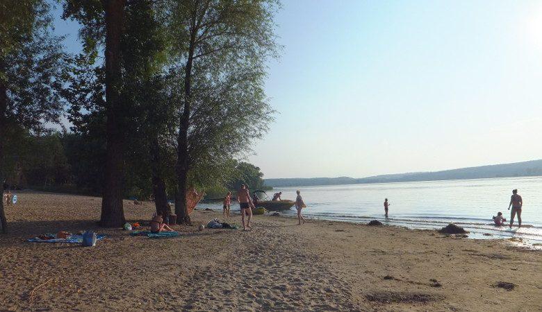 На Харьковщине не рекомендуют купаться на двух пляжах