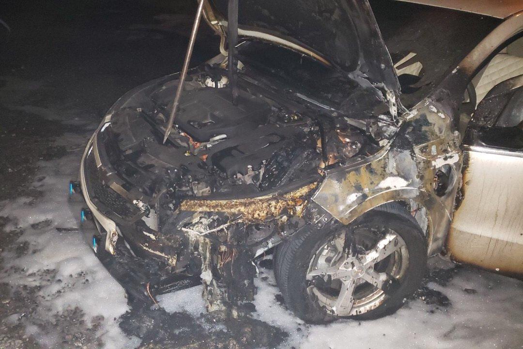 В Харькове ночью подожгли автомобиль