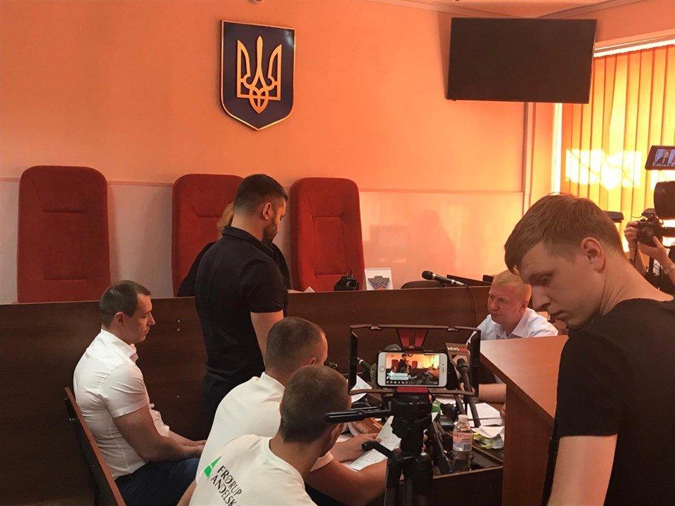 Двох нових підозрюваних у побитті харківського відеооператора взяли під домашній арешт (відео)