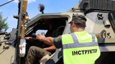 Гвардейские экипажи БТР учатся под Харьковом