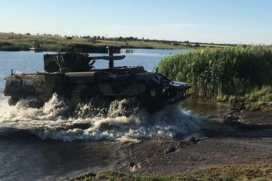 Харьковские гвардейцы преодолели водные преграды и блокировали врага в городе (фото, видео)