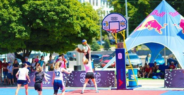 В Харькове прошел фестиваль по уличному баскетболу