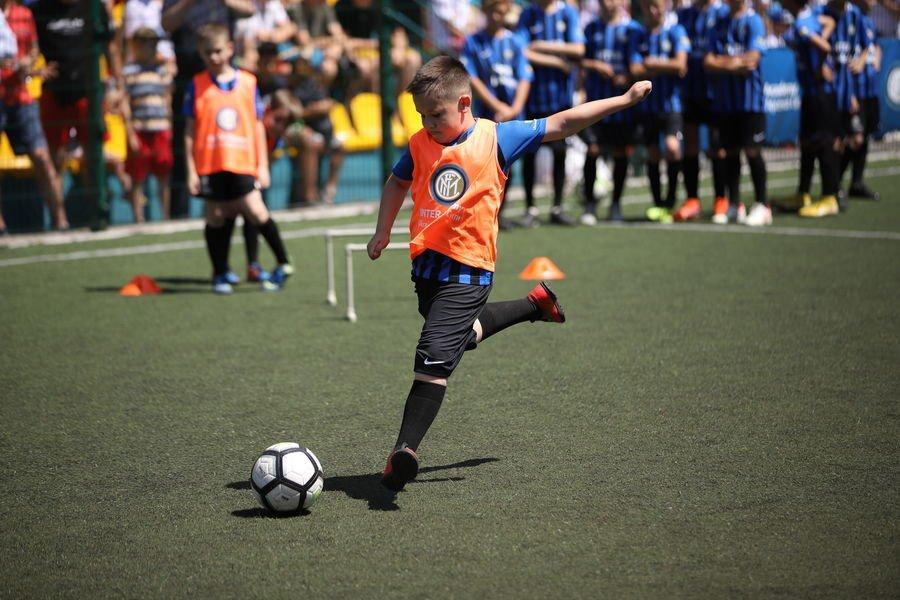 Официального спонсора футбольной команды интер