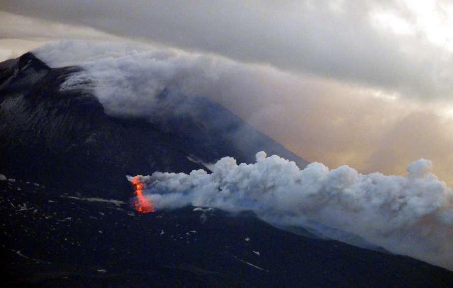 Проснулся самый большой вулкан в Европе (фото, видео)