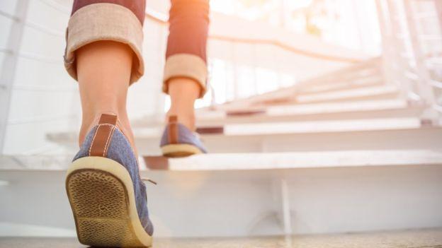 Снизить риск смерти: ученые посчитали необходимое количество шагов в день