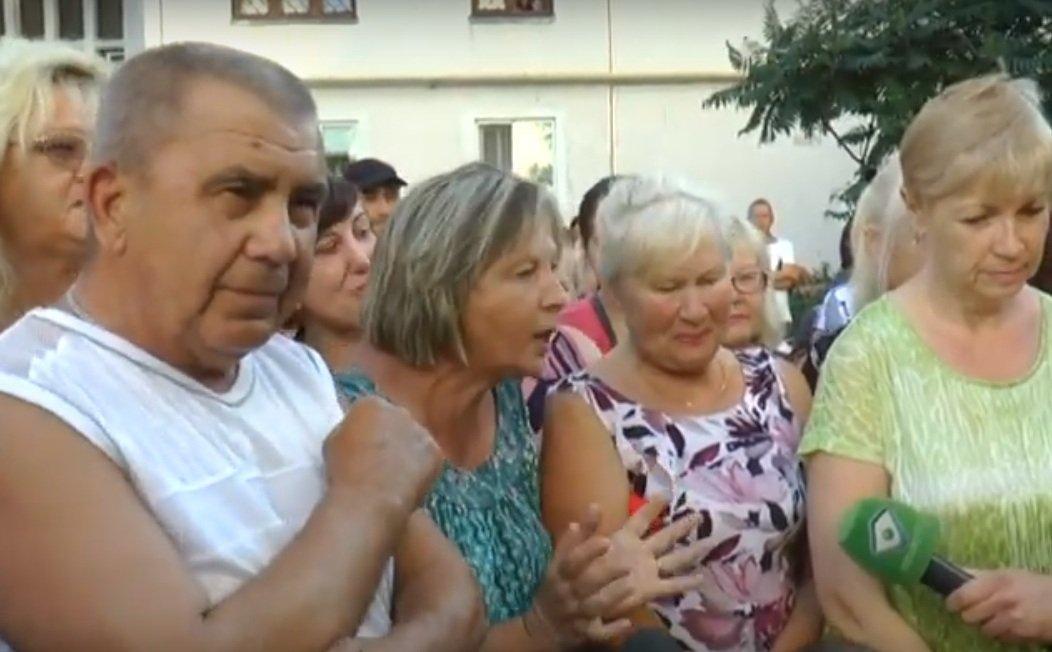 """Мешканці Салтівки бідкаються на велику кількість так званих """"розливайок"""" (відео)"""