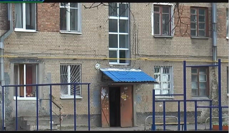 У Харкові мешканці одного з гуртожитків скаржаться на жахливий стан будівлі (відео)