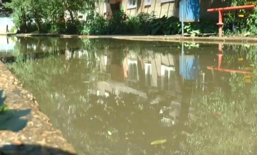 У Харкові мешканці однієї з багатоповерхівок скаржаться на тріщини в стінах (відео)
