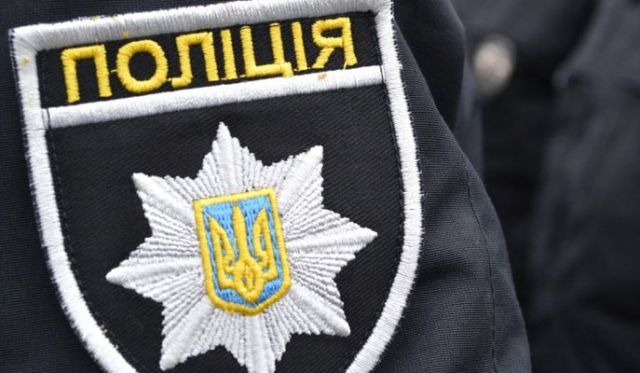 Поліція розшукує банду зловмисників, які пограбували подружню пару на Харківщині (відео)