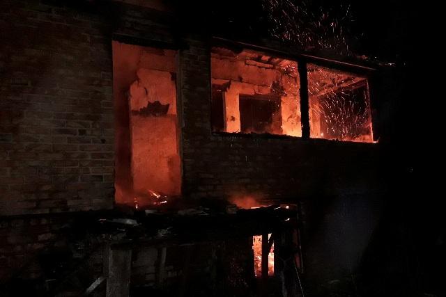 Хозяин квартиры пострадал, пытаясь самостоятельно потушить пожар