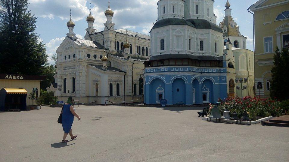 У Харкові пофарбували Покровський собор у синій колір (відео)