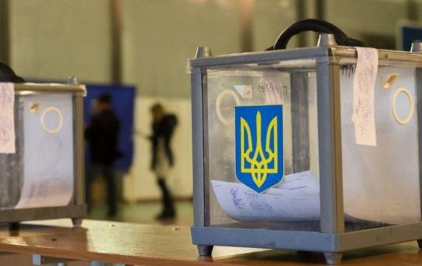 В Харькове облили красной краской рекламу Кернеса