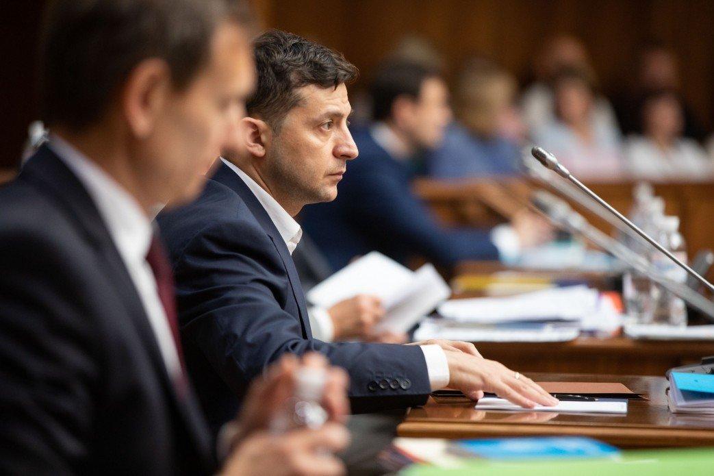 Зеленский призвал Конституционный Суд принять решение