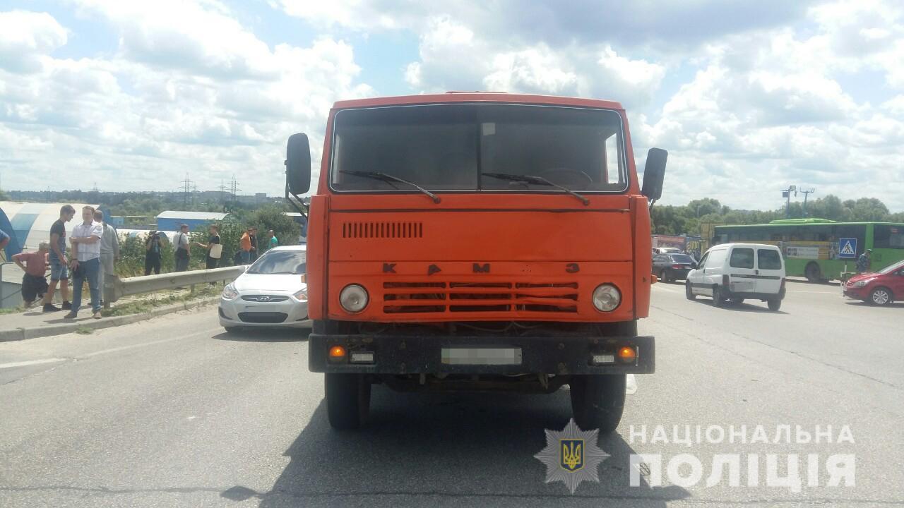 ДТП на Харьковщине: грузовик насмерть сбил пешехода