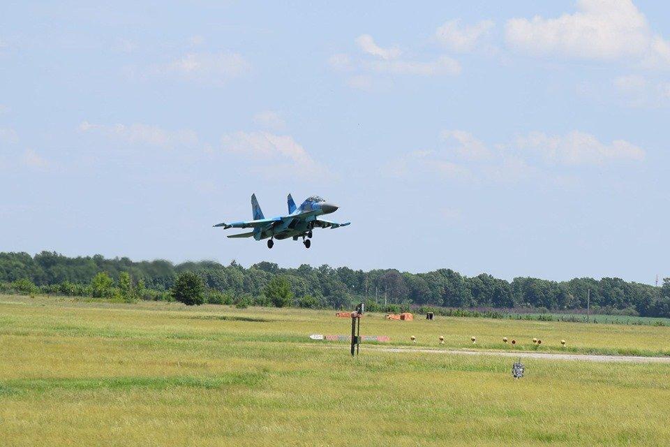 Харьковские курсанты-летчики стажируются на Полтавщине (фото)