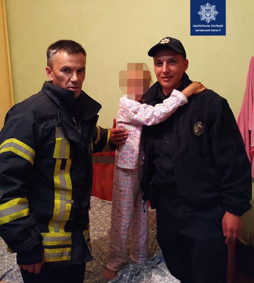 Патрульные помогли 9-летней девочке