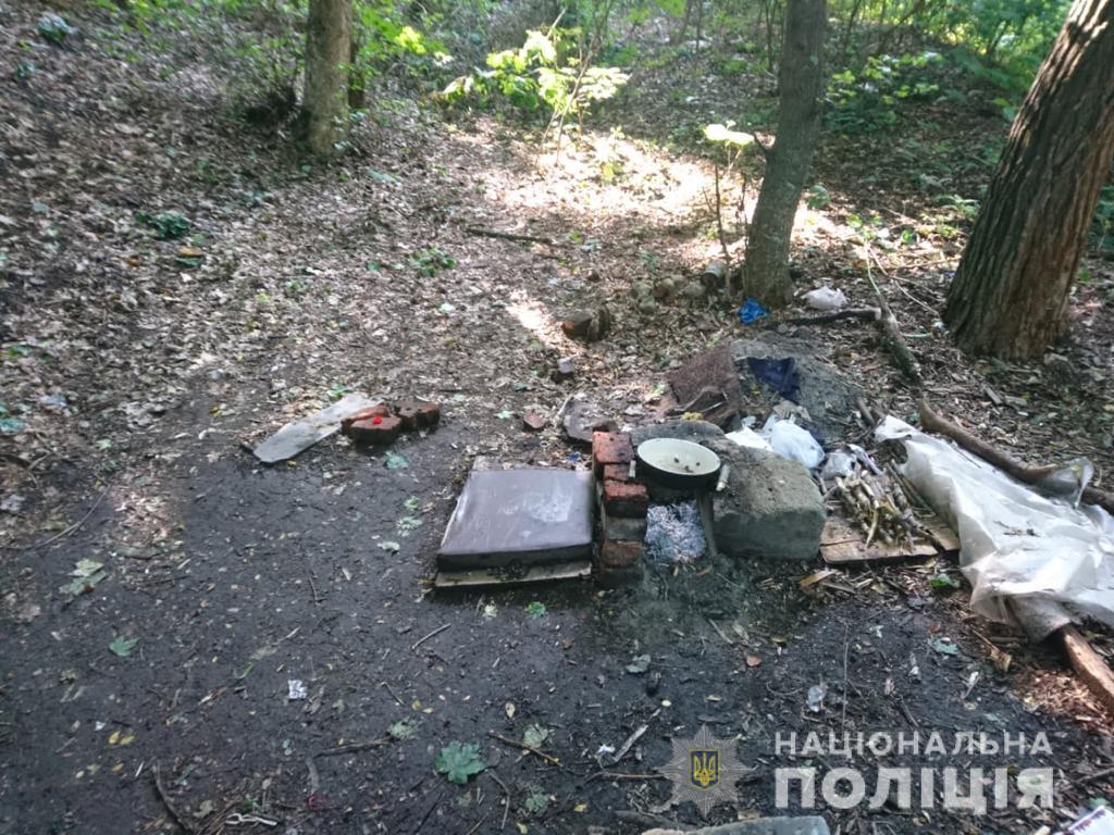 Полиция задержала граждан, которые варили в лесу наркотики
