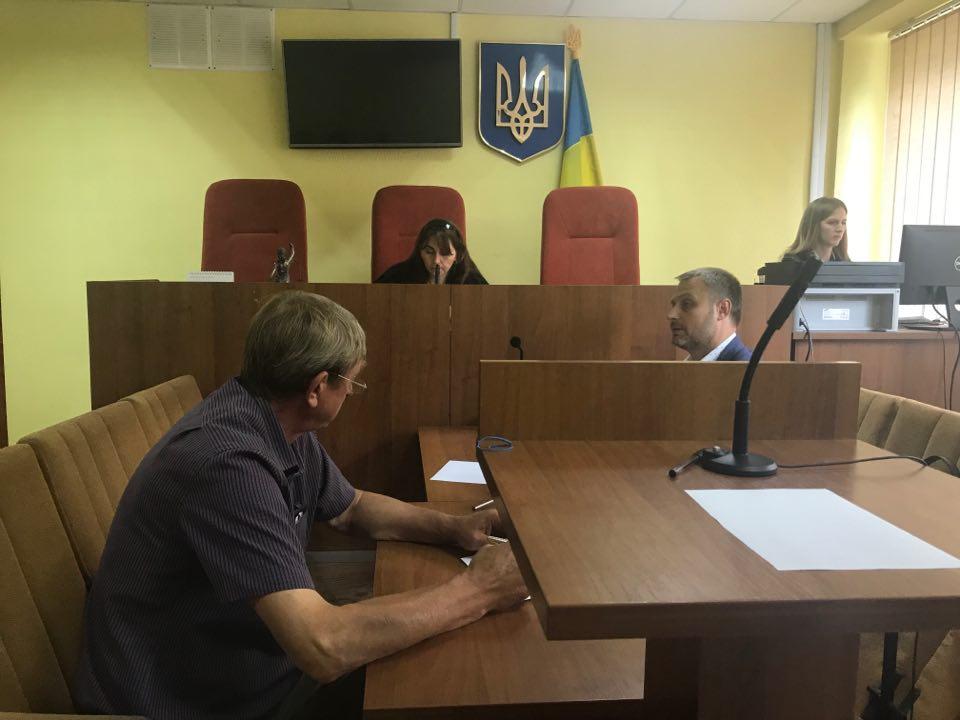 Підозрюваних у рейдерському захопленні на Харківщині відправили під домашній арешт (відео)