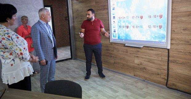 В школах Харькова установят мультимедийные панели