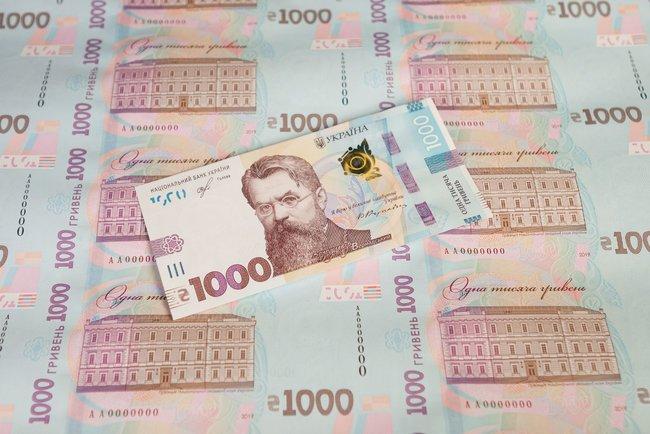 Нацбанк: на банкноте 1000 гривен нет нелицензионного шрифта