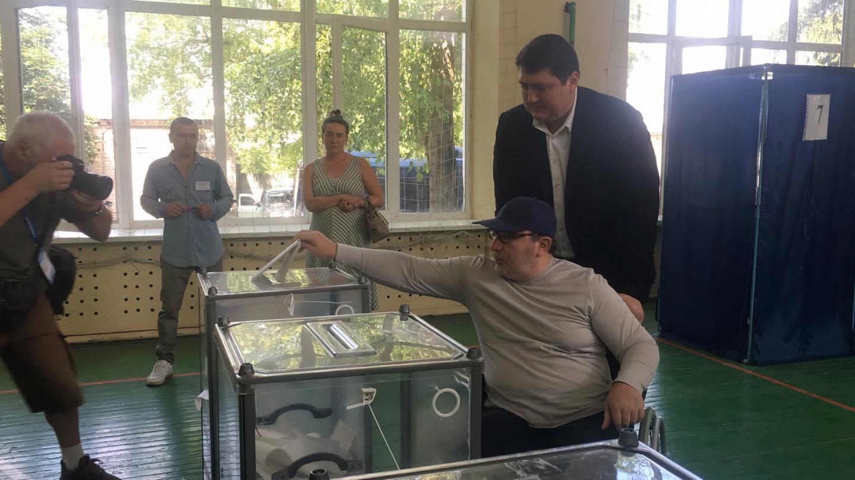 Кернес проголосовал на внеочередных парламентских выборах (видео)
