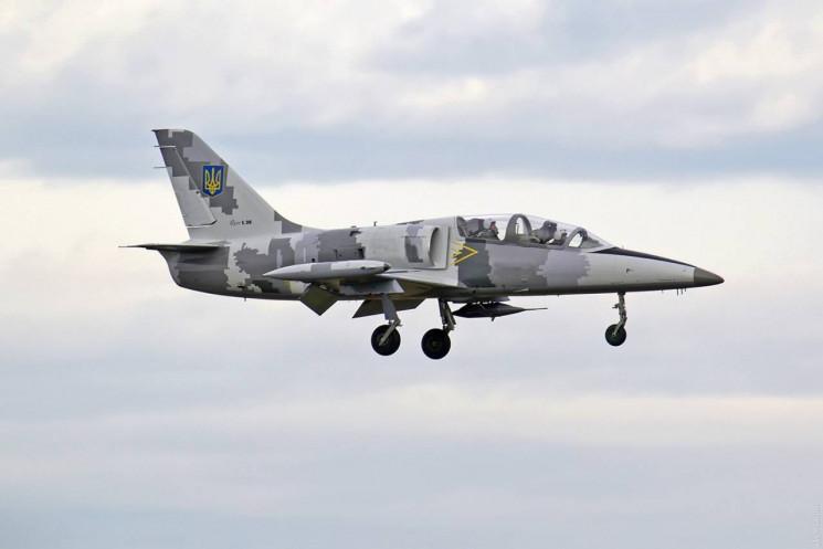 На Харківщині розбився навчальний реактивний військовий літак Л-39 (відео)