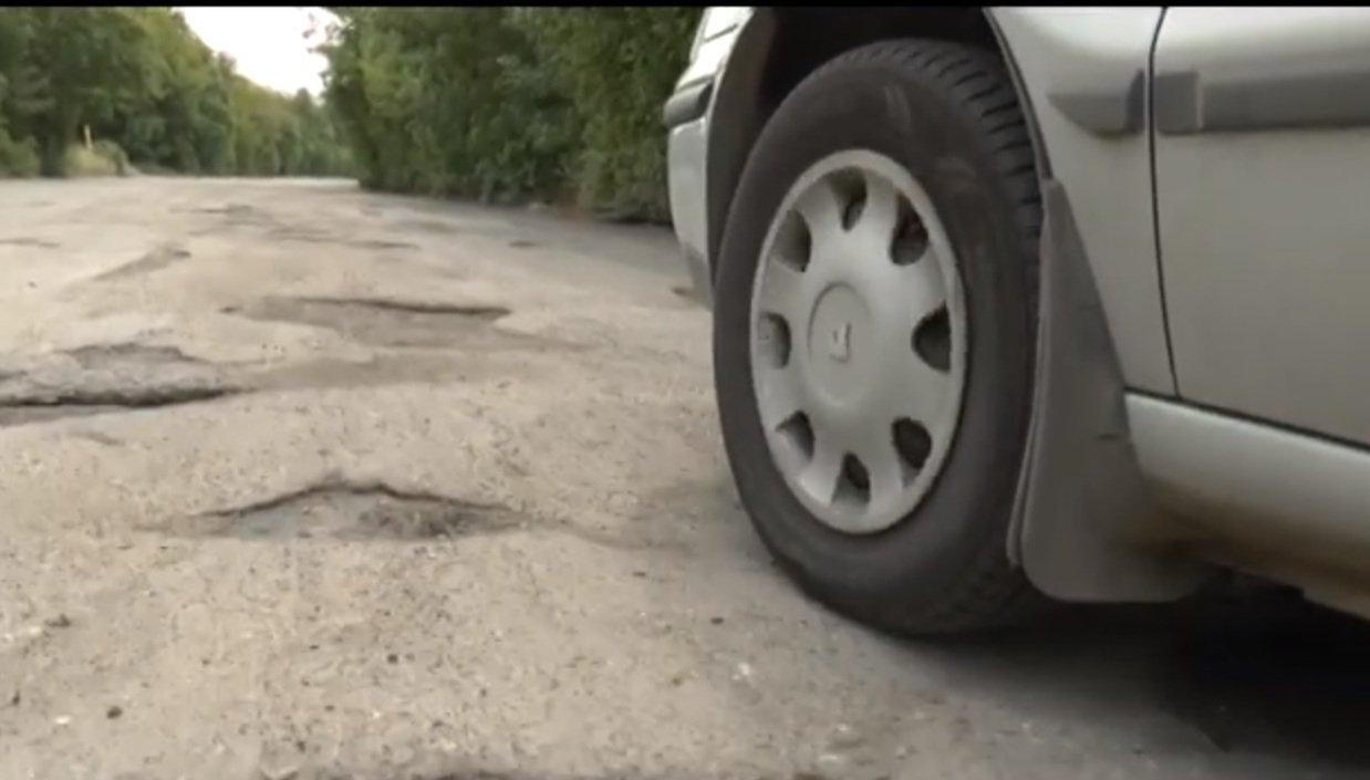 Мешканці Харкова скаржаться на погану дорогу по вулиці Лосєвська (відео)