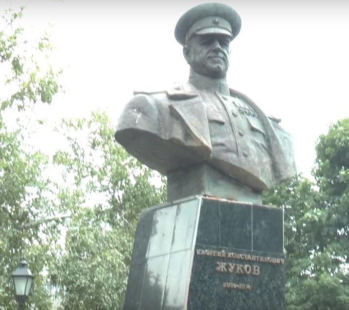 Погруддя Жукова у Харкові: Мінкульт не рекомендує включати до державного реєстру нерухомих пам'яток (відео)
