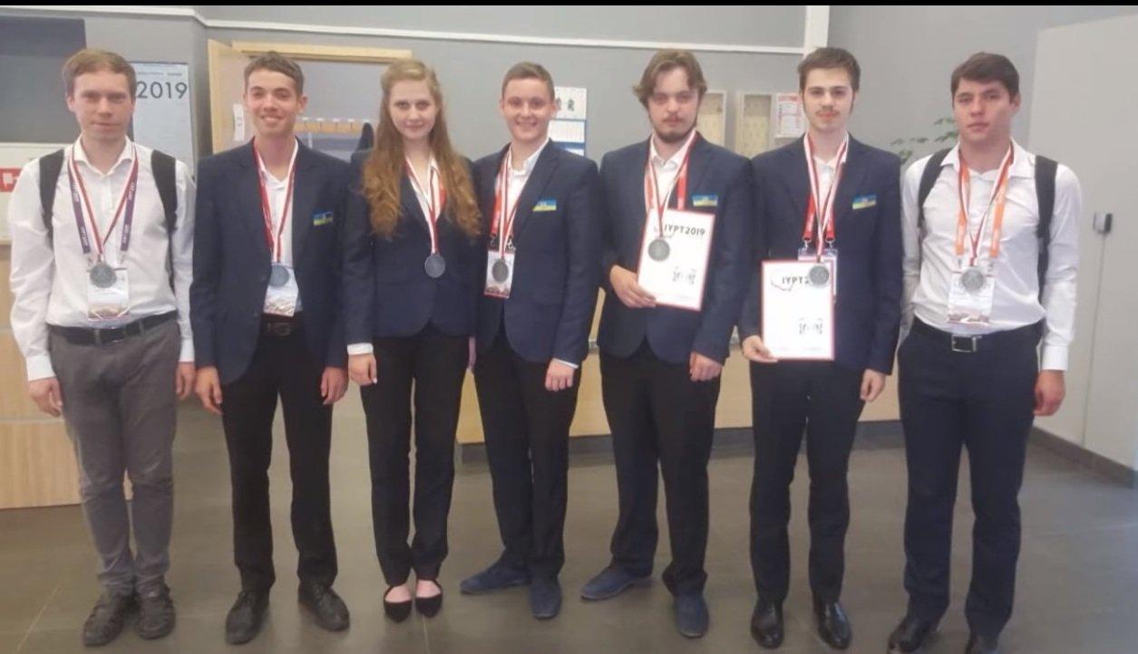 Харківські школярі завоювали друге місце на міжнародному турнірі юних фізиків (відео)