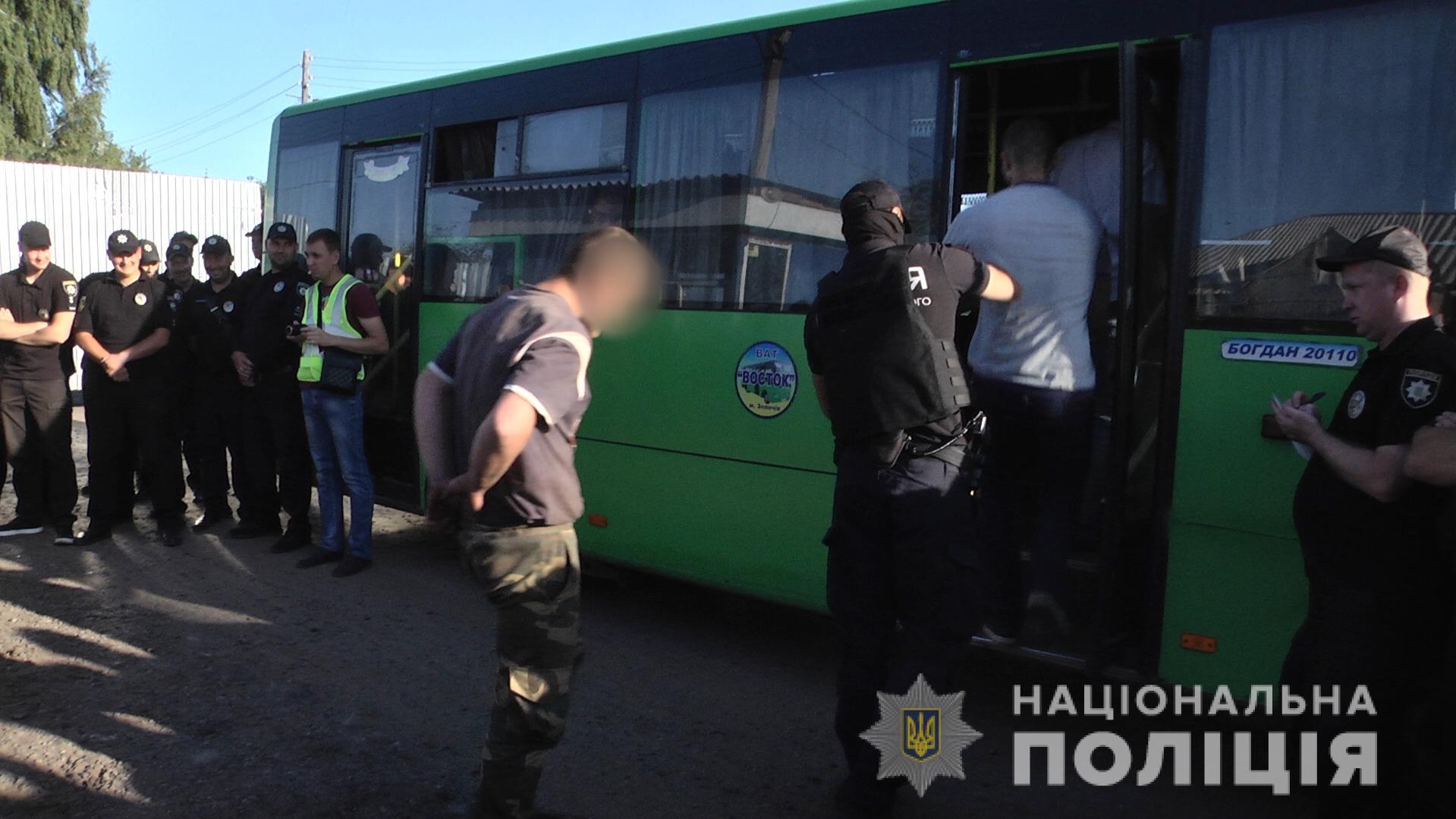 Нападение на журналистов на Харьковщине: полиция задержала нападавших