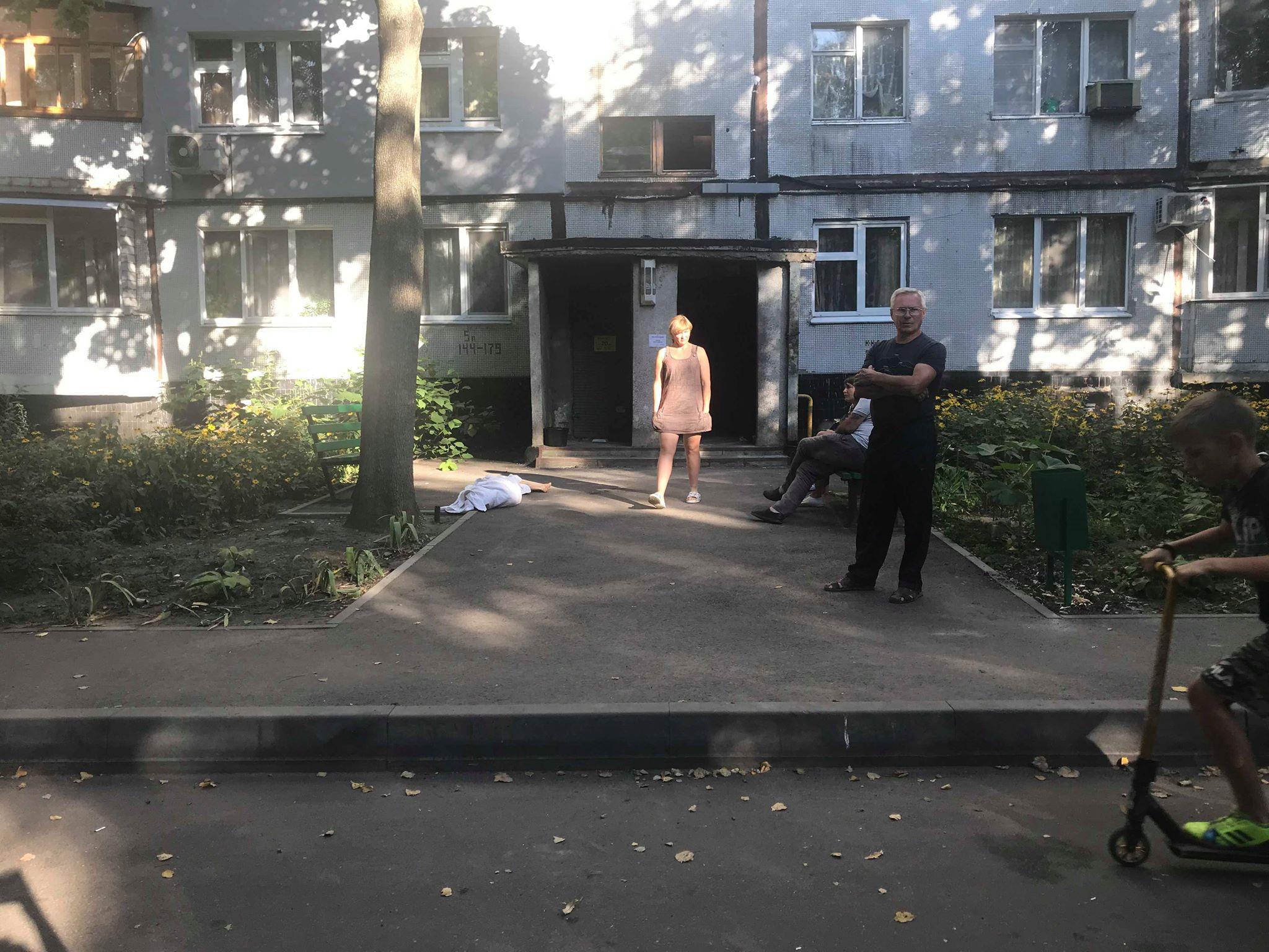 В Харькове парень упал с 9 этажа и погиб