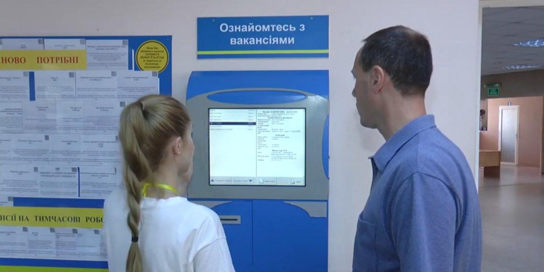 На Харківщині викрили дві тисячі людей, які отримували зарплати в конвертах (відео)