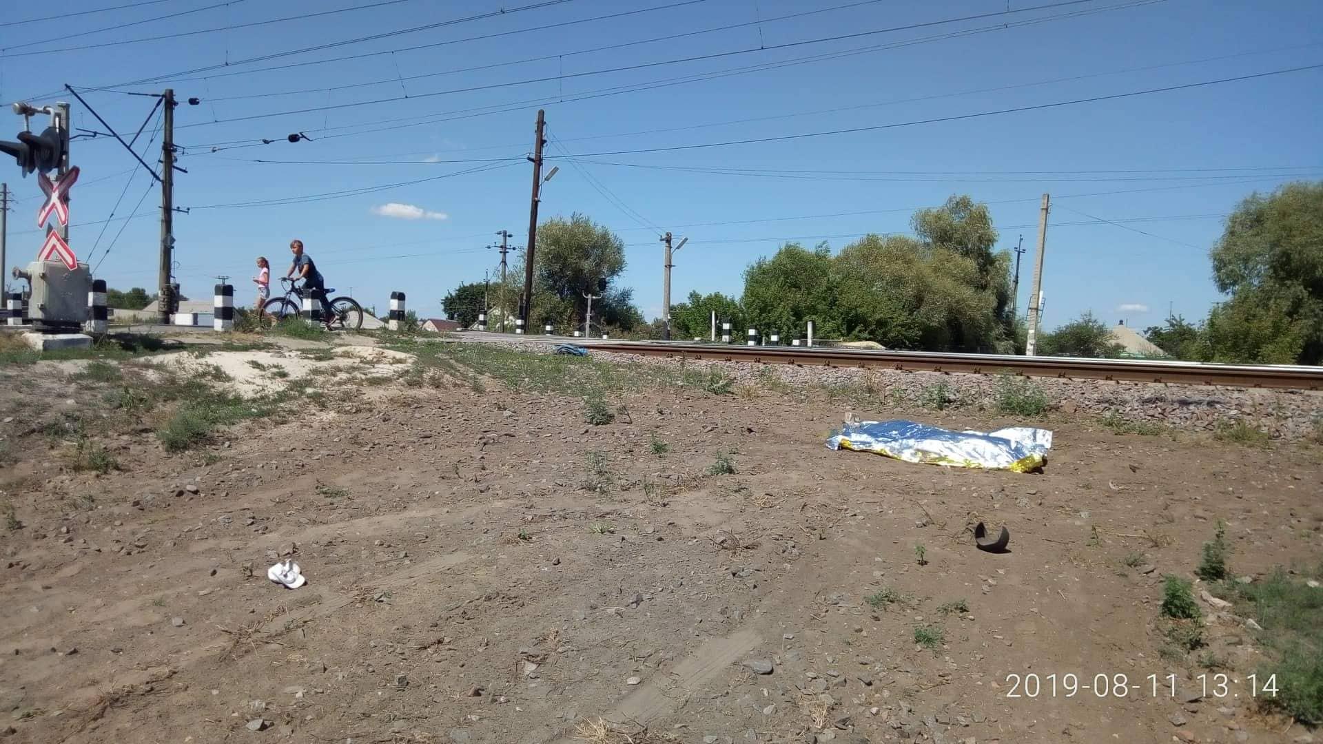 В Харьковской области локомотив насмерть сбил мужчину (фото)