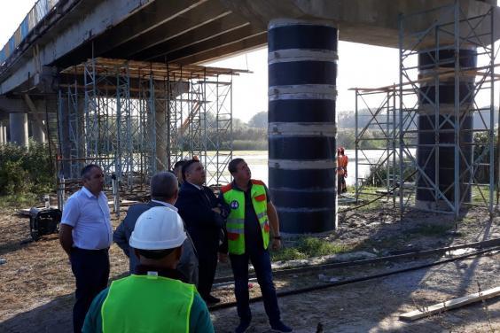 На Харьковщине продолжается ремонт самого длинного в области моста
