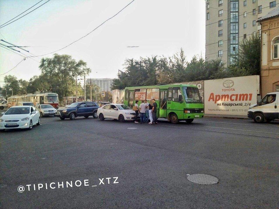 На Университетской столкнулись Skoda и автобус (фото)