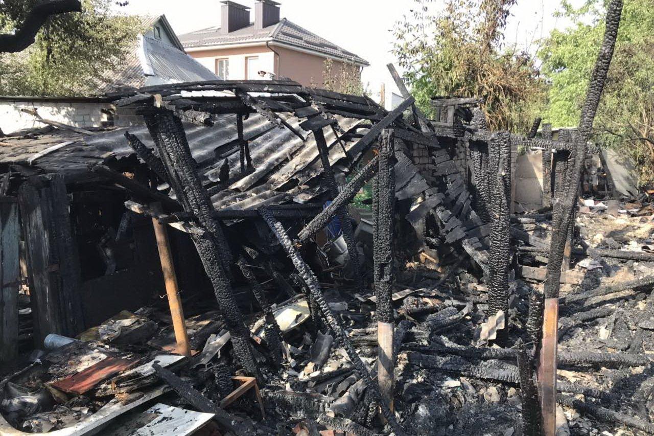 В Харькове сгорело частное домовладение (фото)