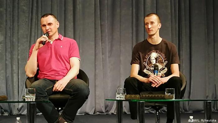 Сенцов и Кольченко дали первое интервью после освобождения (видео)