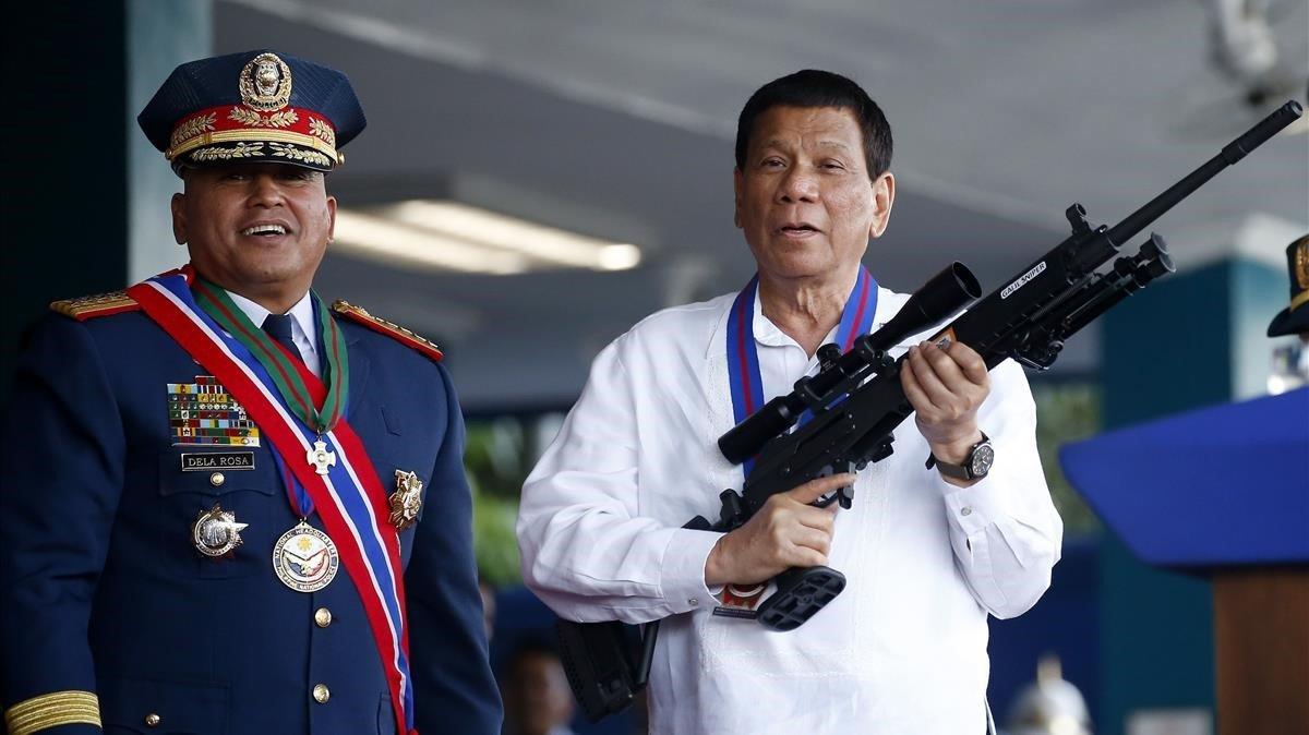 Гражданам Филиппин разрешили отстреливать и бить коррумпированных чиновников