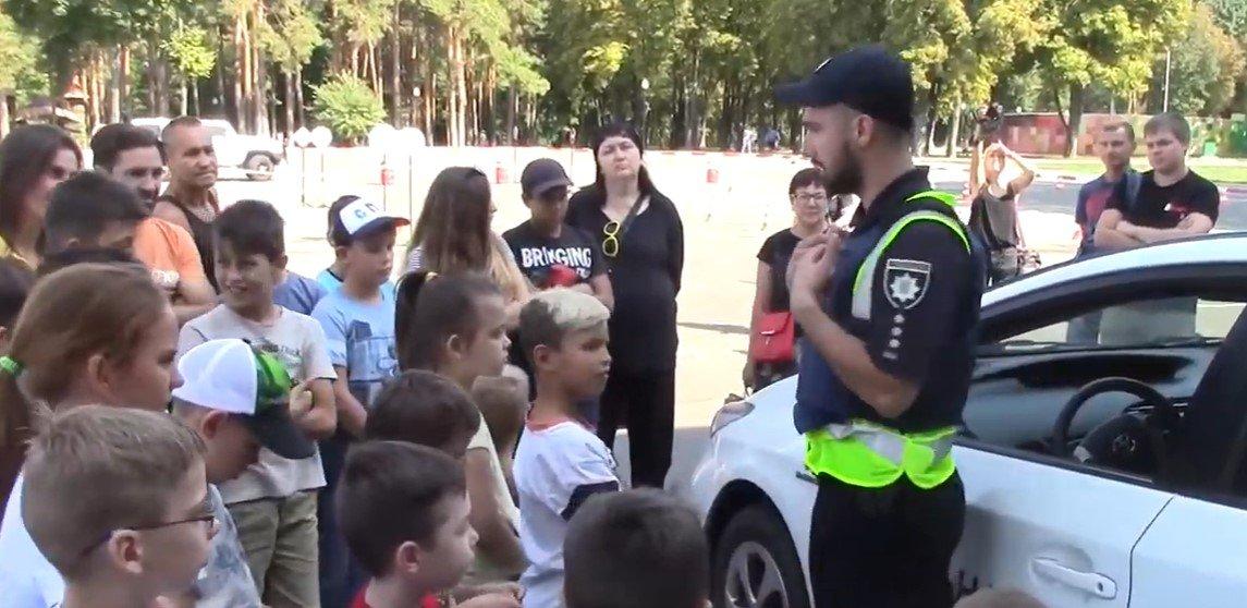 Одна з автошкіл організувала для харківських дітлахів соціальний захід (відео)
