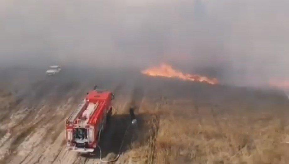 Масштабну пожежу на військовому полігоні в Клугіно-Башкирівці гасять вже майже два тижні (відео)