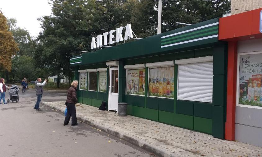 В Харькове неизвестный обстрелял аптеку на Салтовке