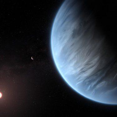 """Облака и дожди: ученые обнаружили """"живую"""" экзопланету"""