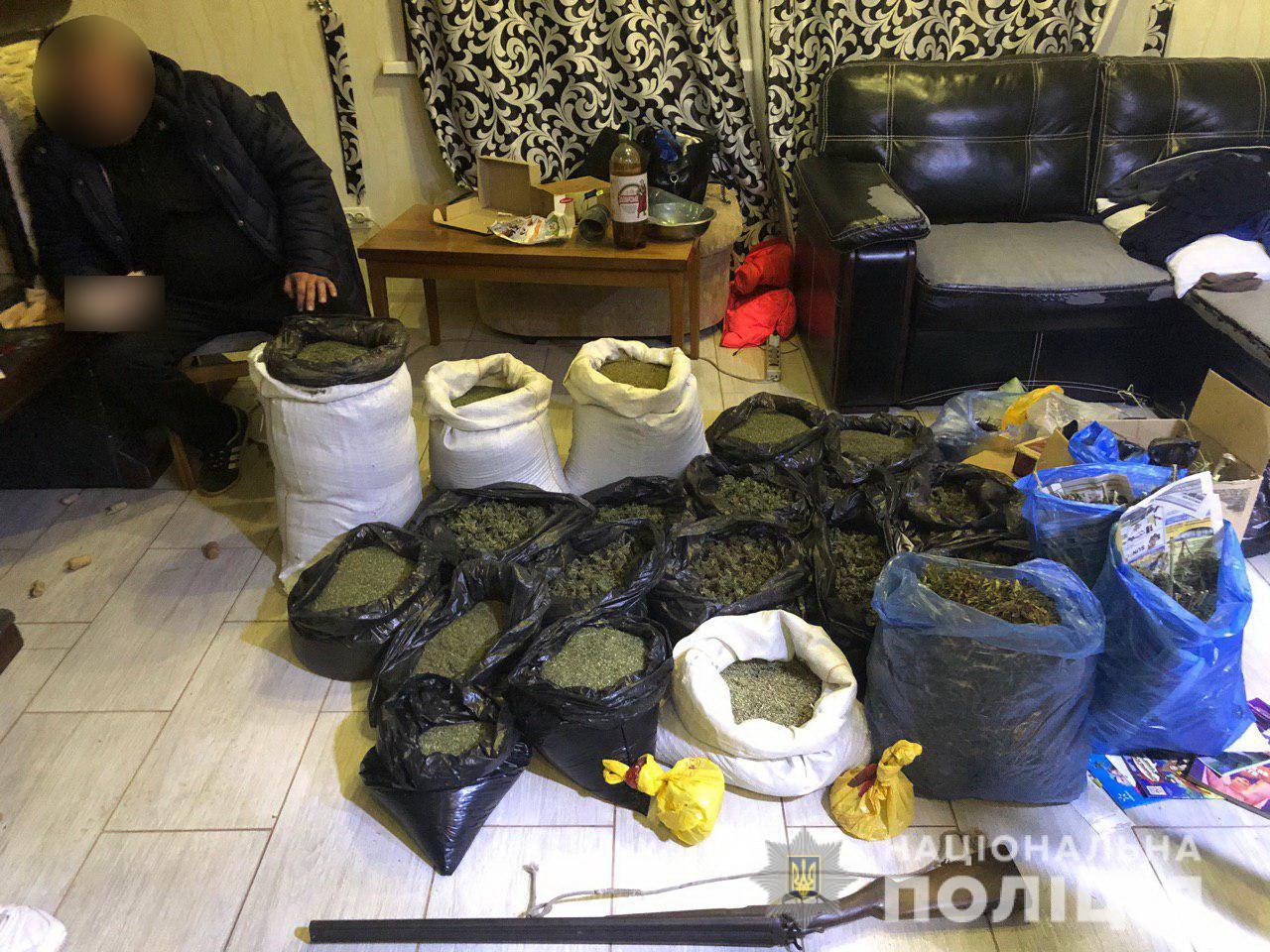 Конопля на миллион гривен у бывшего полицейского – задержан наркоторговец (фото)